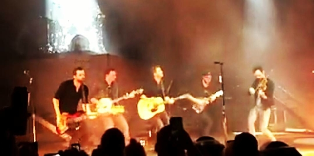 Dierks Bentley stops in Ohio on his Somewhere on a Beach Tour! At Blossom Music Center. #countrymusic #dierksbentley  #blossommusiccenter  #concert  #kickincountry