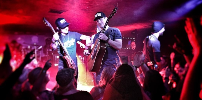 Granger Smith playing a sold out show at The Dusty Armadillo in Rootstown, Ohio! #grangersmith #yeeyee #dustyarmadillo #countrymusic #kickincountry